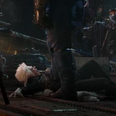 Ilusión de Tivan es aplastado por Thanos.