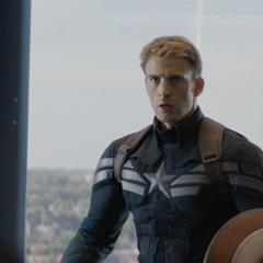 Rogers es interceptado por más agentes.