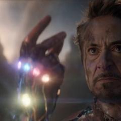 Stark se sacrifica en la Batalla de la Tierra.