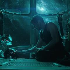 Stark graba un mensaje para Potts.