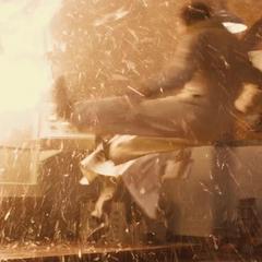 Stark sale expulsado por una reacción del artefacto.