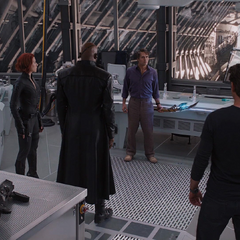 Los Vengadores confrontan a Fury.