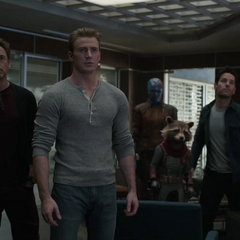 Romanoff y los Vengadores terminan de organizar el Atraco al tiempo.
