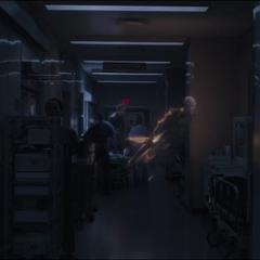 Ancestral en su Forma Astral se dirige a un balcón junto a Stephen Strange.