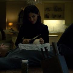 Murdock y Elektra discuten su futuro.
