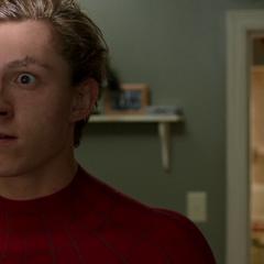 Parker se sorprende tras que su identidad secreta fuera descubierta por Maybelle.