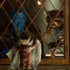 Rocket y Yondu le piden ayuda a Groot.