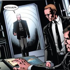 Barton llega a la sede de S.H.I.E.L.D. de Nuevo México.