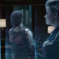 Los Vengadores se ponen al día en reuniones holográficas.