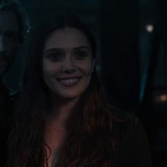 Wanda sonríe al pensar las próximas acciones de Stark con el Cetro.