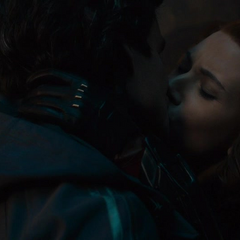 Romanoff besa a Banner luego de ser liberada.