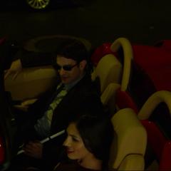 Murdock y Elektra roban un automóvil.