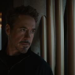 Stark espía a los Vengadores de 2012.