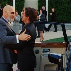 Stark es recibido por Stane.