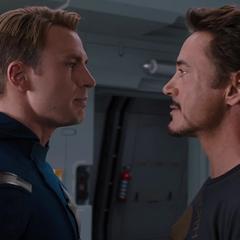 Stark y Rogers discuten sobre el otro.