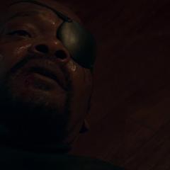 Fury le advirte a Rogers que no confíe en nadie.