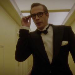 Jarvis busca a Underwood en el hotel.