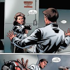 Carter le dispara a Pym.