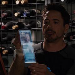 Stark aprendiendo sobre Aldrich Killian.