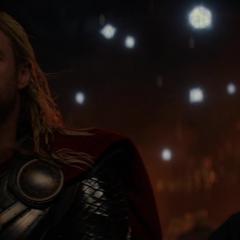 Thor y Foster en el funeral de los Asgardianos caídos.