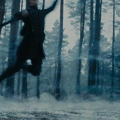 Pietro ataca a Barton.