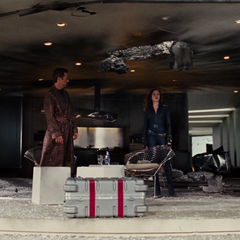 Fury deja a Coulson a cargo de Stark.