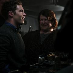 Fitz forma una alianza con Marta.