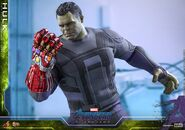 Hulk Nano Gauntlet Hot Toys 19