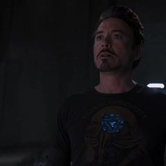 Stark descubre que Loki utilizará su torre para abrir el portal.