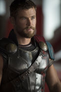 Thor-ragnarok-chris-hemsworth-2
