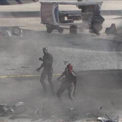 Visión protege a T'Challa destruyendo el autobús.