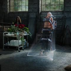 Killian tortura a Stark mostrándole el estado de Potts.