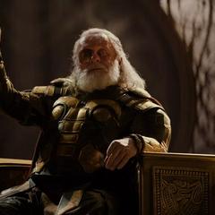 Loki le sugiere a Thor buscar su destino en la Tierra con Foster.