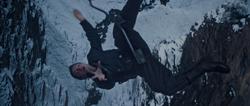 Bucky Barnes cae del tren