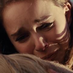 Foster llora la muerte de Thor.