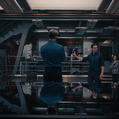 Stark le explica al equipo sus razones de haber creado a Ultrón.