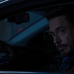 Stark se despide de Keener tras pedirle que lo ayude.