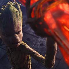 Groot sosteniendo el Rompetormentas.