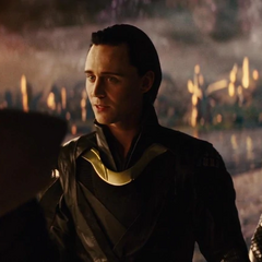 Loki intenta convencer a Heimdall de transportarlos a Jotunheim.