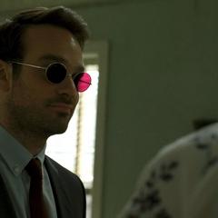 Murdock aprende de sus problemas financieros.