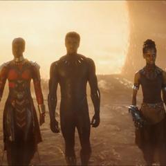 Shuri llega con T'Challa y Okoye a la Batalla de la Tierra.
