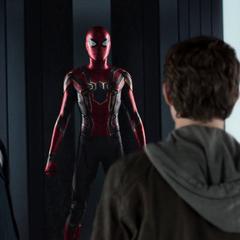 Stark le ofrece a Parker unirse a los Vengadores.