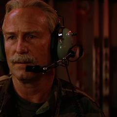 Ross informa a los soldados sobre las muertes provocadas por Banner.