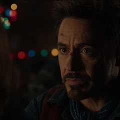 Stark conversa con la Sra. Davis.
