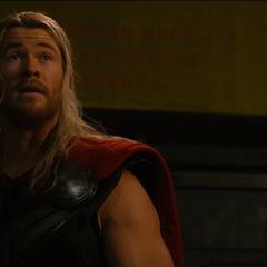 Thor intenta convencer a Ultrón de detener sus planes.