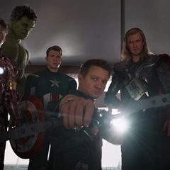 Los Vengadores arrestan a Loki.