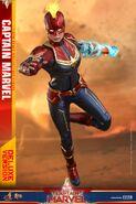 Captain Marvel Hot Toys 10