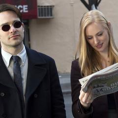 Murdock y Page discuten sobre Daredevil.