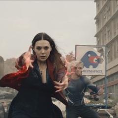 Wanda ayuda a los policías a enfrentar a los centinelas.