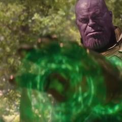 Thanos usa la Gema del Tiempo para revivir a Visión.